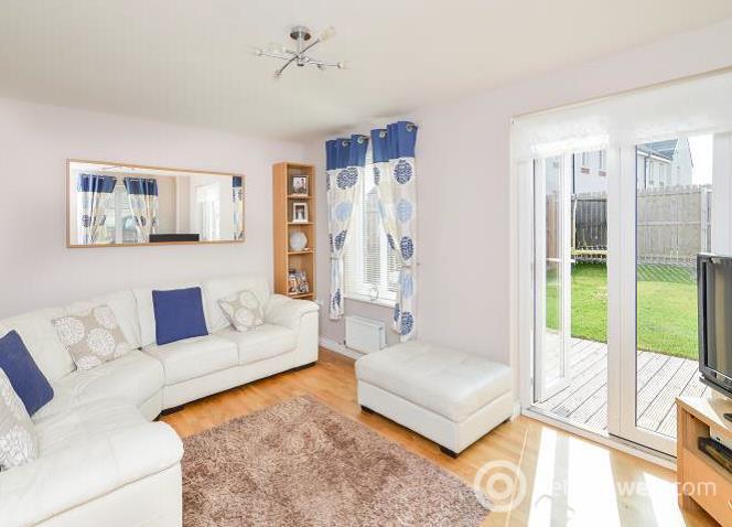 Property to rent in 3 Waverley Court, Prestonpans