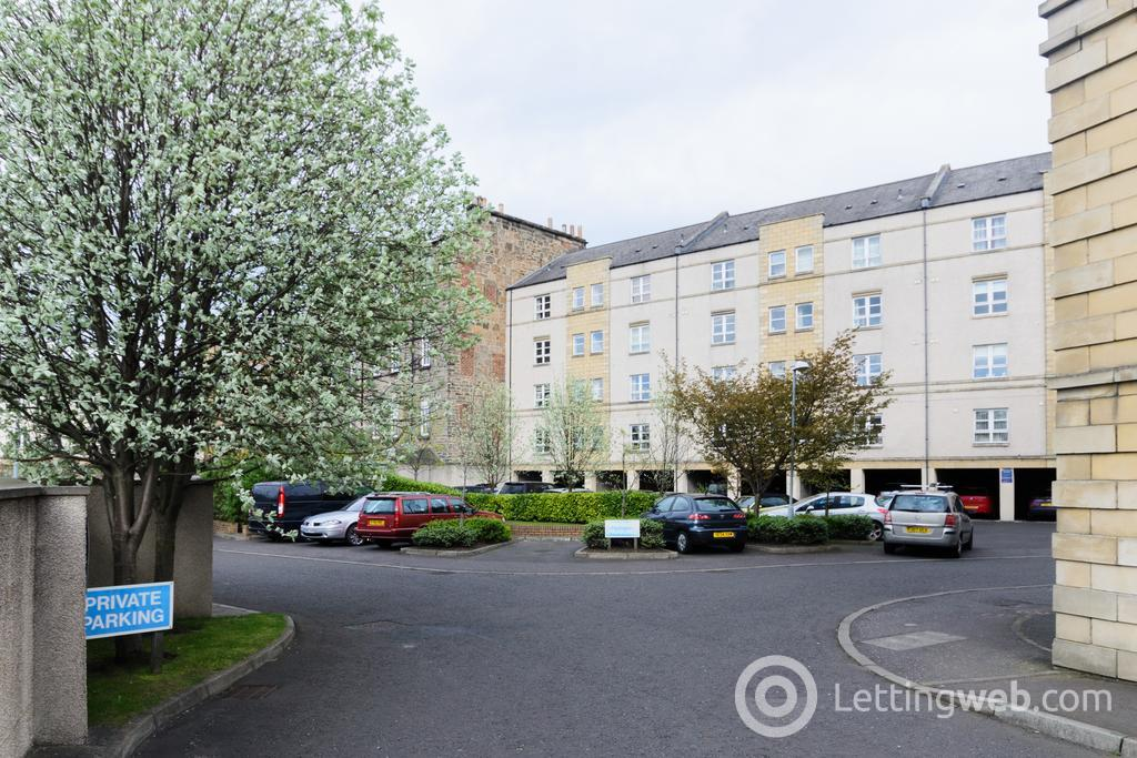 Property to rent in 42/2 Annandale Street, Edinburgh, EH7 4AZ