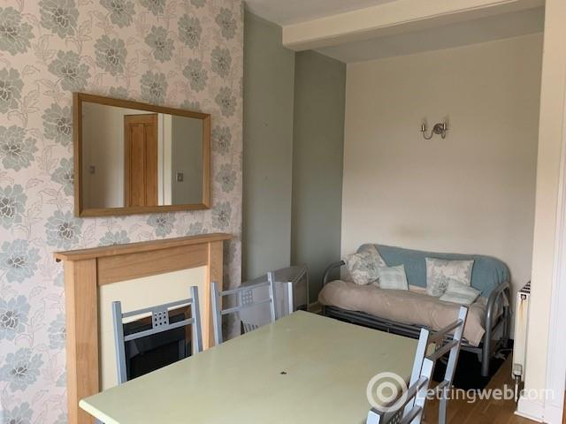 Property to rent in 23E Old Town