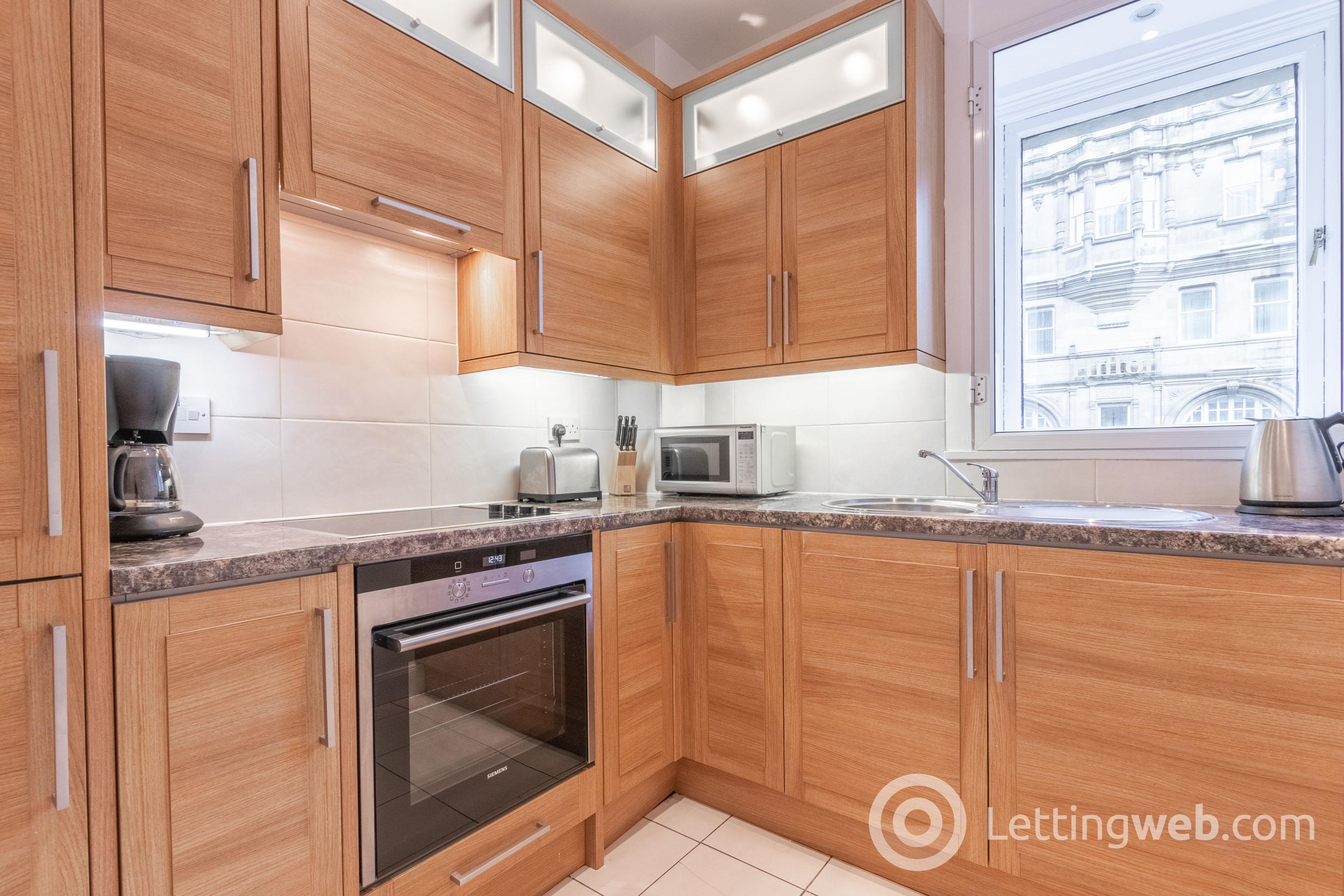 Property to rent in Royal Mile Mansions, North Bridge