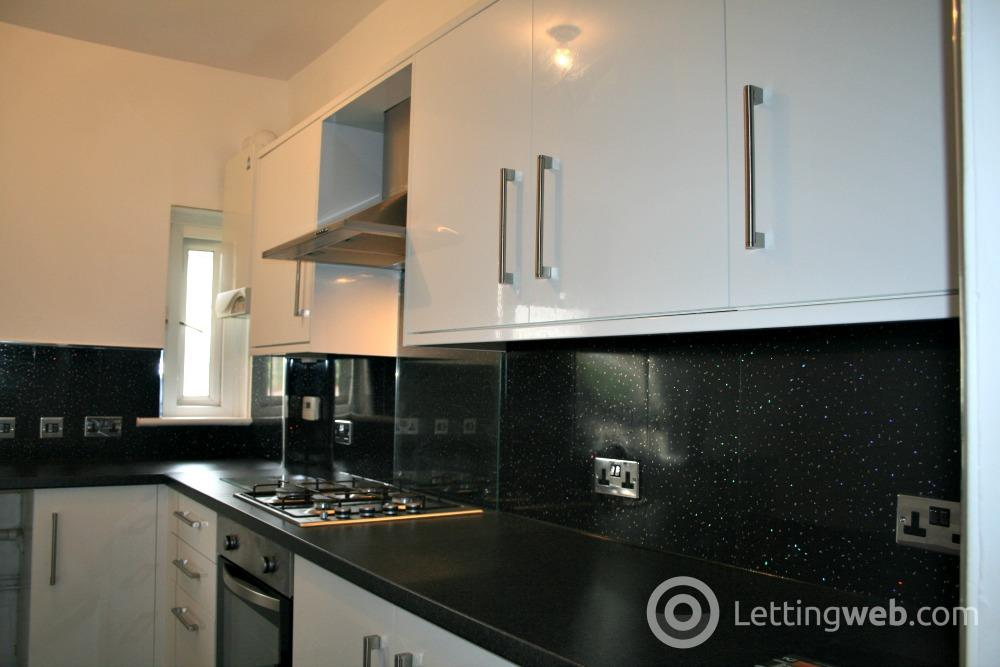 Property to rent in Hawthorn Place