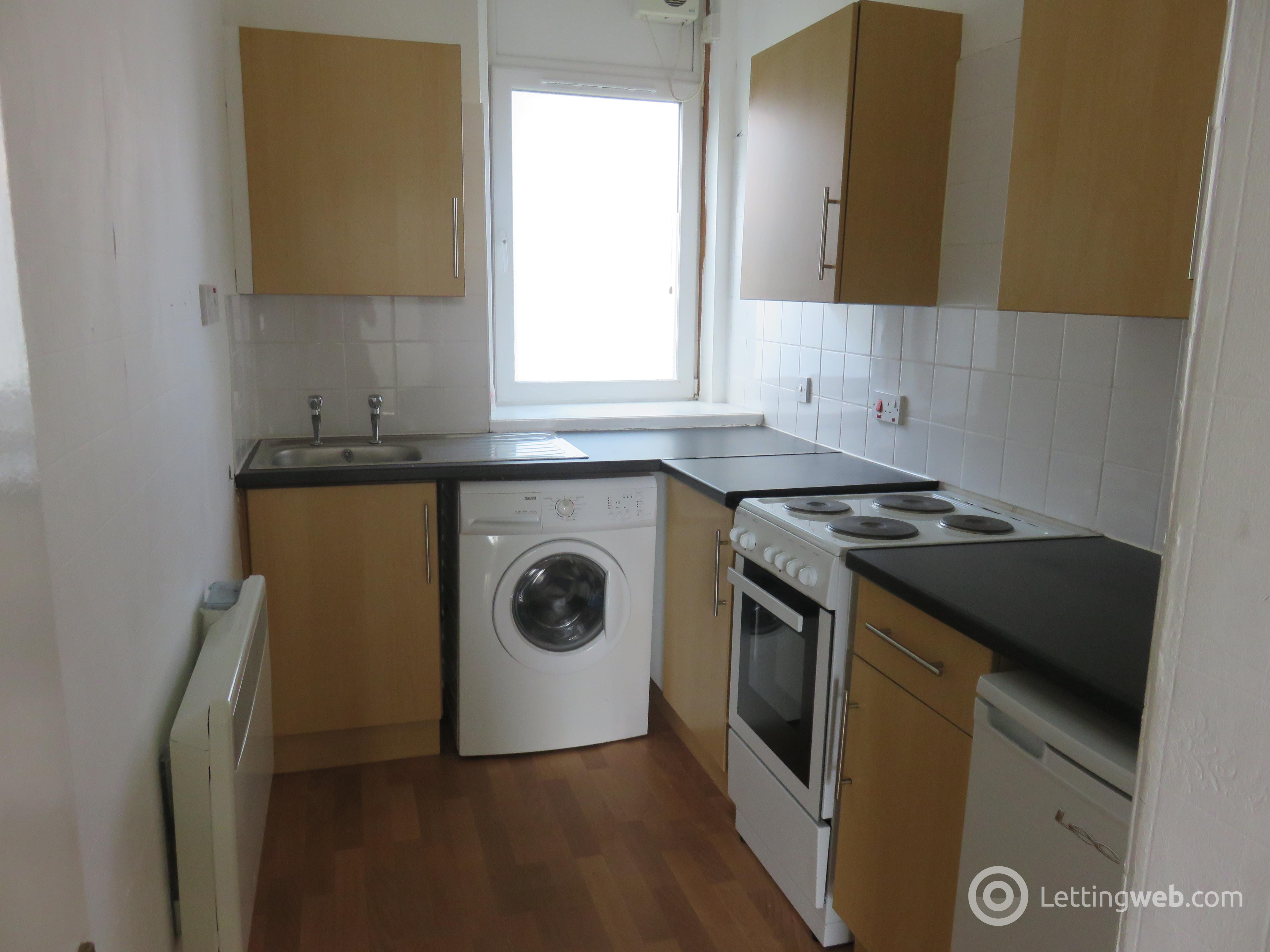 Property to rent in 46 Provost road G/1