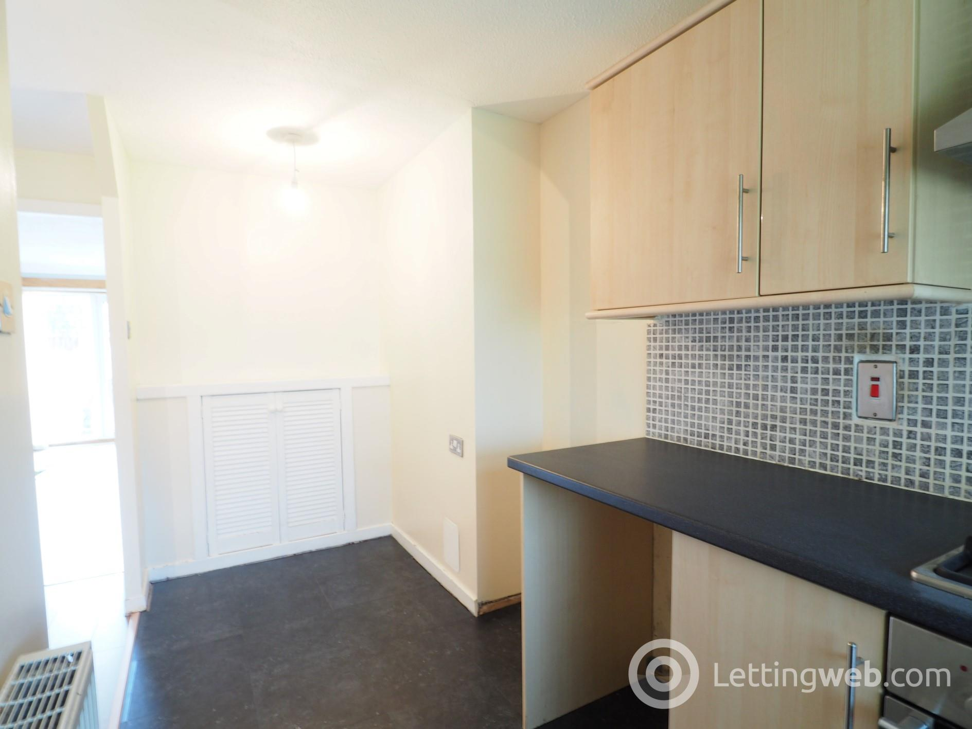 Property to rent in 66 Sundrum Place Kilwinning KA13 6ST