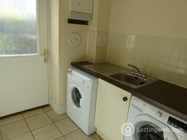 Property to rent in Academy Place, Bathgate, EH48