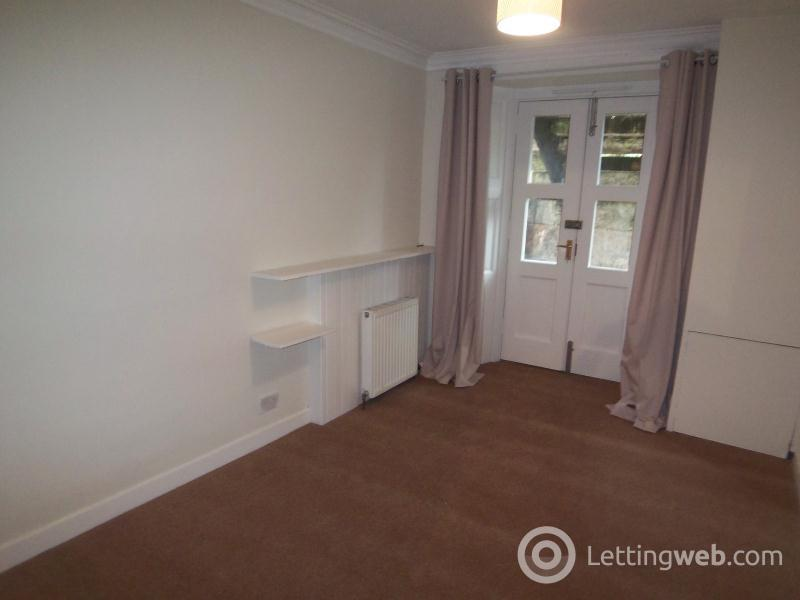 Property to rent in Hamilton Drive