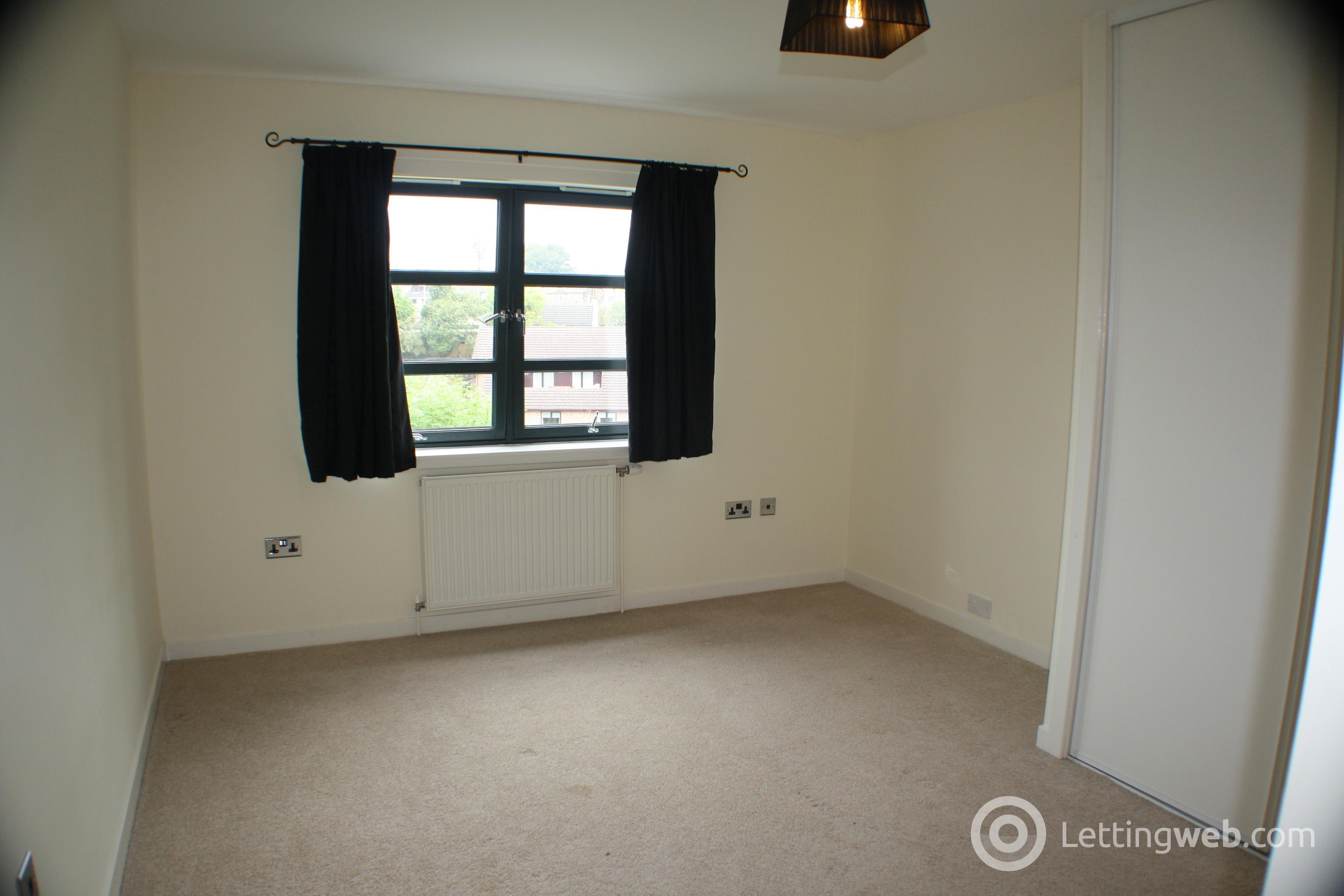 Property to rent in Shieldhill Court, Carluke