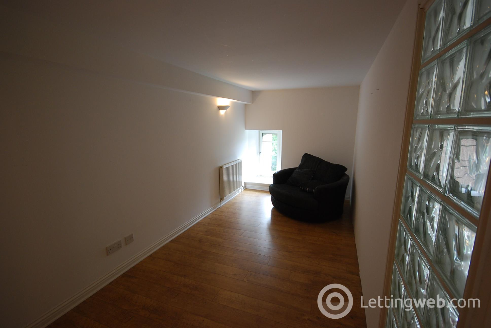 Property to rent in Smillie Court