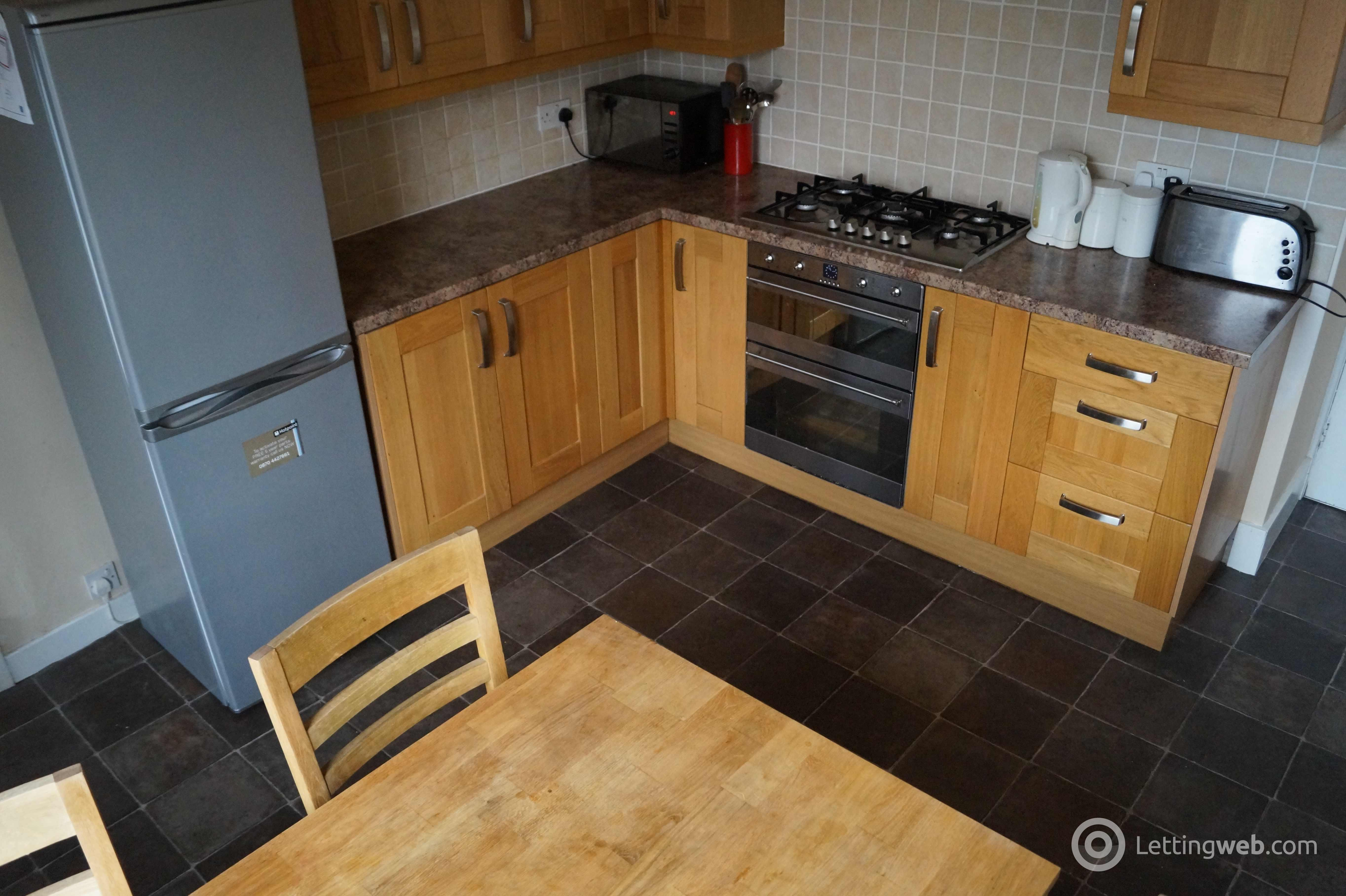 Property to rent in Erskine Street