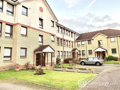 Property to rent in 14 Woodlands Court Woodlands Road Thornliebank