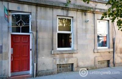 Property to rent in Albert Street     Available: 27th October
