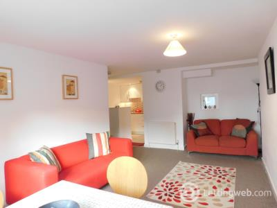 Property to rent in Calton Road, City Centre, Ediburgh, EH8