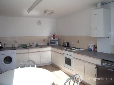 Property to rent in Pleasance Court