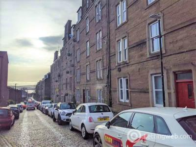 Property to rent in 23C Step Row, Dundee,
