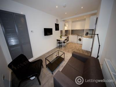 Property to rent in Hilltown,