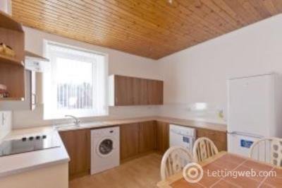 Property to rent in 19B Menzies Road, Aberdeen, AB11 9AX