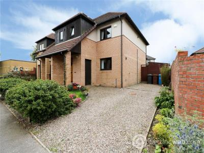 Property to rent in Garry Terrace, Downfield, Dundee, DD3 8QU