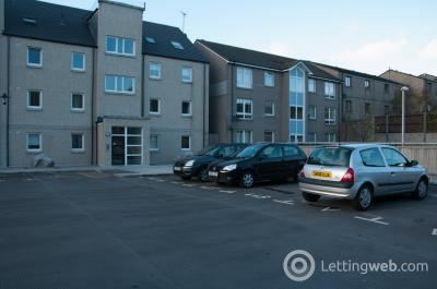 Property to rent in Erroll Street