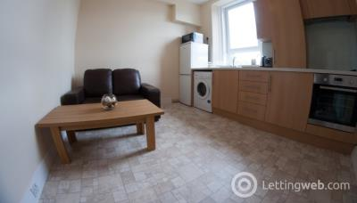 Property to rent in Summerfield Place