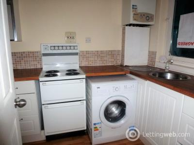 Property to rent in Wellington Place, Clydebank