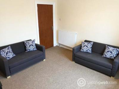 Property to rent in 13f Wallfield Crescent, Top Floor Flat Right, AB25