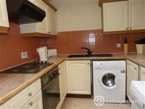 Property to rent in North Lindsay Street,