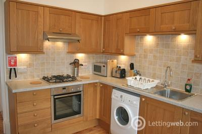 Property to rent in Johnston Terrace, EH1