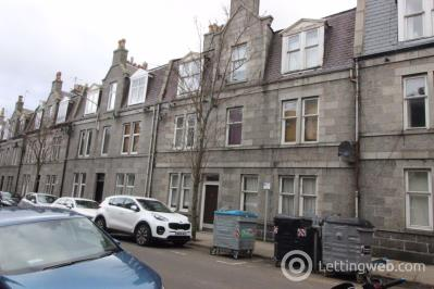 Property to rent in 14F Wallfield Crescent, Aberdeen, AB25 2JT