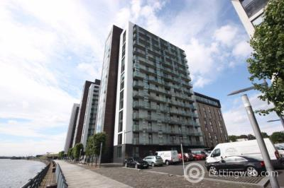 Property to rent in 14/3 16 Castlebank Place