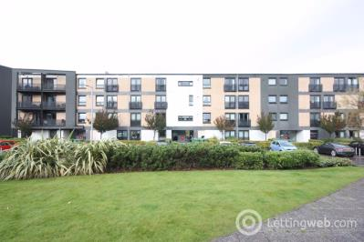 Property to rent in Flat 2/2, 15 Firpark Court