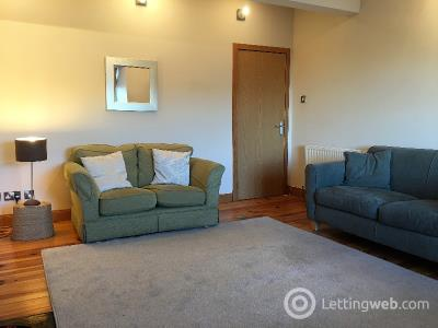 Property to rent in Broughton Place
