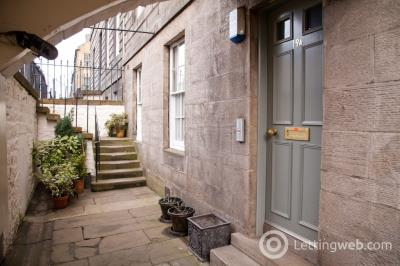 Property to rent in York Place