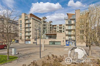 Property to rent in 89/8 The Park, Holyrood, Edinburgh, EH8