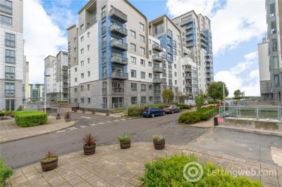 Property to rent in 7/3 Western Harbour Midway, Edinburgh, EH6