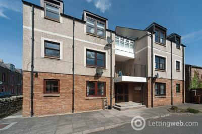 Property to rent in Hunters Court, Musselburgh