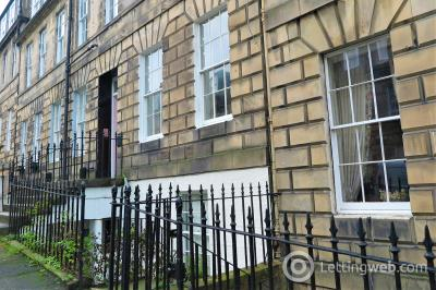 Property to rent in Hart Street