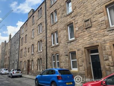 Property to rent in Upper Grove Place, Tollcross, Edinburgh, EH3 8AX