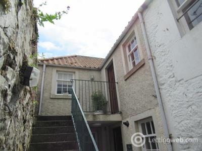 Property to rent in 102b South Street, St Andrews