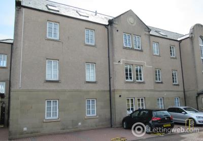 Property to rent in 7 Alexandra Court, St Andrews, KY16 9XH