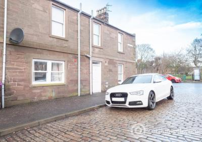 Property to rent in Erskine Street, Montrose
