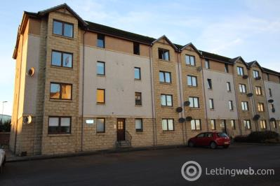 Property to rent in Links View