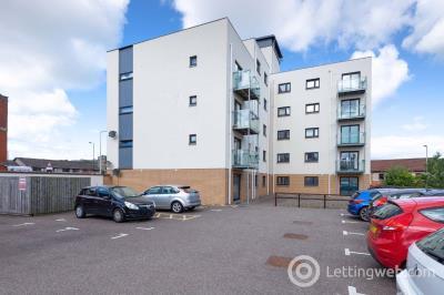 Property to rent in Bellfield Street