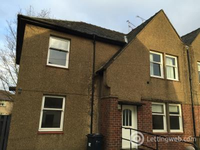 Property to rent in 33 Castle Crescent