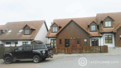 Property to rent in Woodside Brae