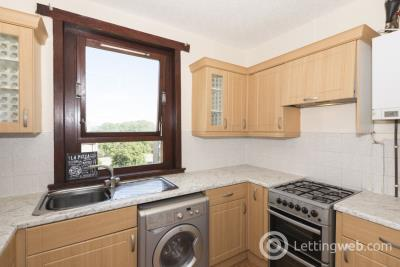 Property to rent in 558 CLIFTON ROAD