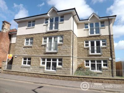 Property to rent in Woodside Walk