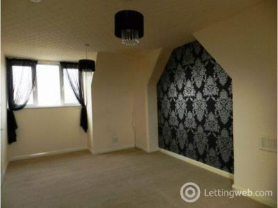 Property to rent in 135B Central Avenue Gretna