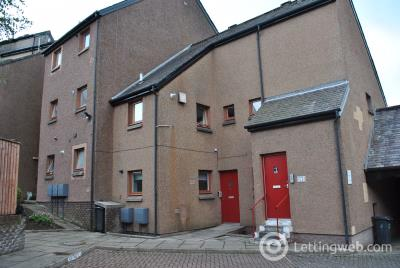 Property to rent in Delves Court, Lanark