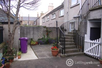 Property to rent in Chapel Place, Montrose