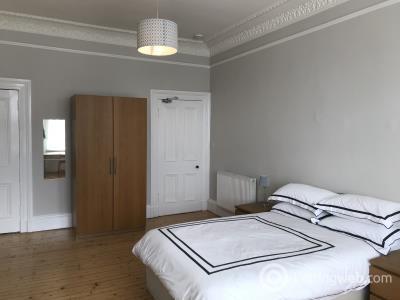 Property to rent in 74/8 Haymarket Terrace