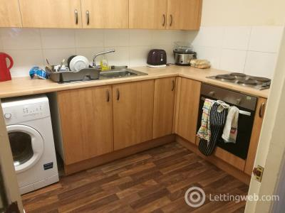 Property to rent in 47 Dudhope Street, 3 Bedroom Flat  £300 Per Person Per month